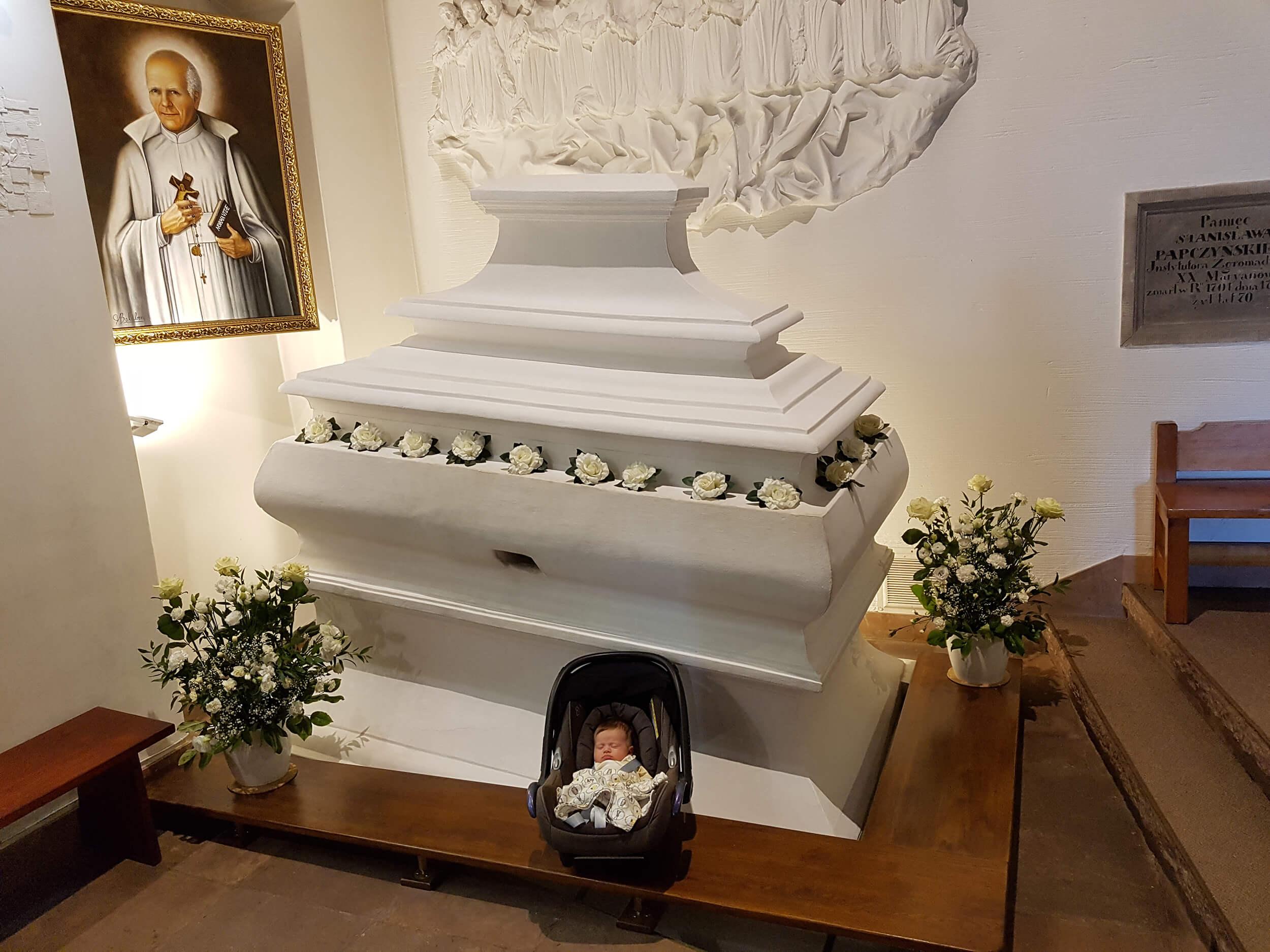 Basia Stanisława u grobu swojego Patrona